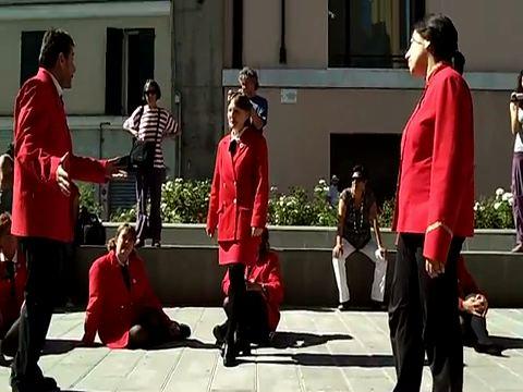 Video lavoratrici OMSA, teatro di strada, Genova 2011